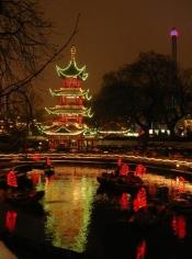 Pagoda de noche